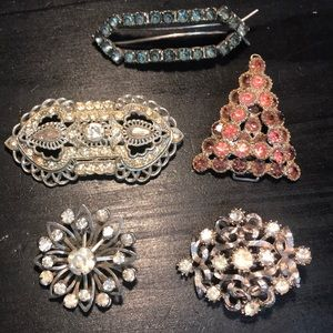 Jewelry - 5 vintage brooch / pin items